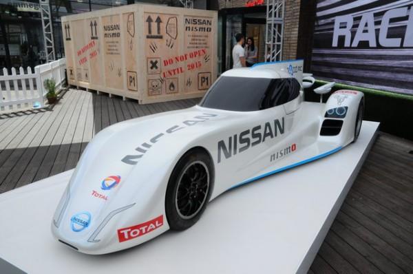 NISSAN-Londres-présentation-programme-Nissan-LMP1-La-ZEOD-pour-lezs-24-h-cette-année-et-la-caisse-en-bois-pour-les-24-h-2015-Photo-Patrick-Martinoli.