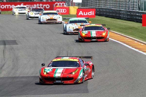 WEC 2013 SPA Les Ferrari AF CORSE de KOBAYASHI-VILANDER et BRUNI FIDSICHELLA devant les ASTON en LMGTE Pro-© Manfred GIET-