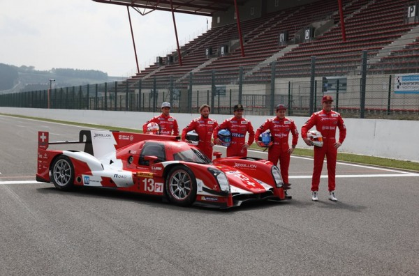 WEC 2014 A SPA - Le TEAM REBELLION pose devant la nouvelle REBELLION R ONE