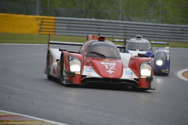 WEC-2014-SPA-LA-REBELLION-R-ONE-N°12-devant-l-une-des-TOYOTA-Photo-Max-MALKA