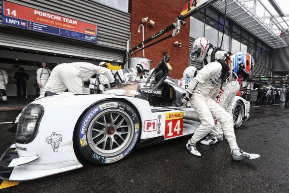 WEC-2014-SPA-PORSCHE-14-Changement-pilotes-pendant-la-seance-des-qualifications