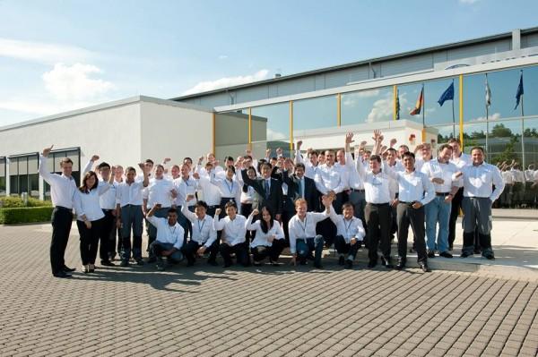 HYUNDAI-le-Team-devant-les-ocaux-a-ALZENAU-en-Allemagne