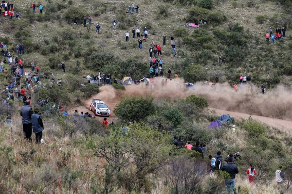 WRC-2014-ARGENTINE-HYUNDAI-i20-WRC-de-NEUVILLE-Photo-TEAM