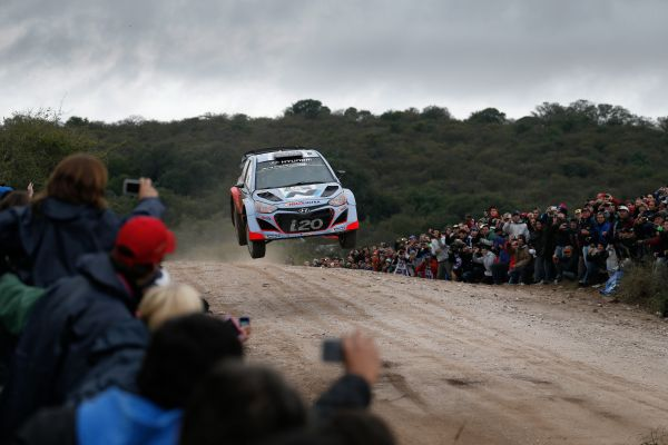 WRC-2014-ARGENTINE-TEAM-HYUNDAI-i20-WRC-de-NEUVILLE-Photo-TEAM