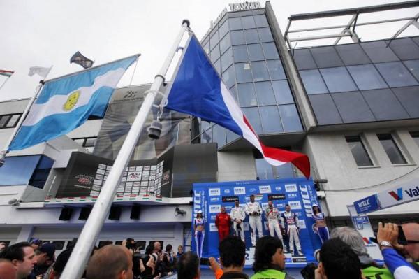WTCC-2014-HUNGARORING-podium-course-1-MULLER-devant-LOPEZ-et-MONTEIRO