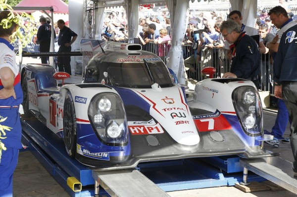 24-HEURES-DU-MANS-2014-Pesage poura Toyota TS040 N°7-Photo-Thierry-COULIBALY