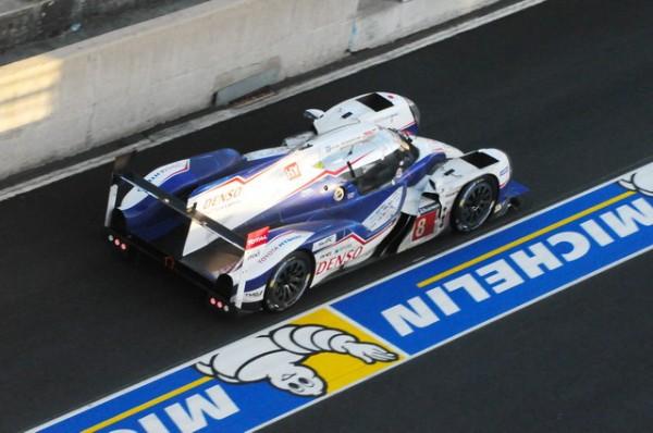 24-H-du-MANS-2014-La-Toyota-survivante-reste-bien-loin-du-podium-Photo-Patrick-Martinoli