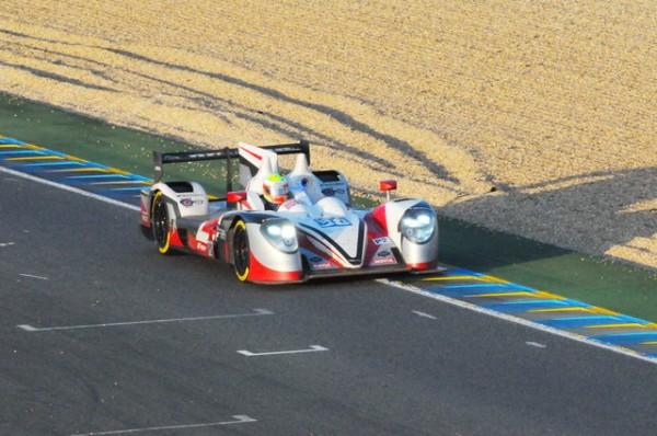 24-H-du-Mans-2014-la-Zytec-anglaise-du-Jota-fait-un-coup-de-trafalgar-aux-Ligier-et-Alpine-Photo-Patrick-Martinoli.