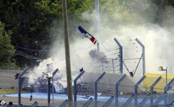 24-HEURES-DU-MANS-2014-ACCIDENT-AUDI-N°1-de-Loic-DUVAL