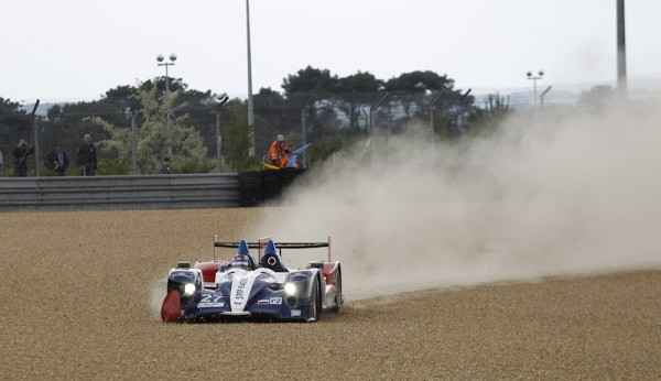 24-HEURES-DU-MANS-2014-Journee-Test-ORECA-NISSAN-Team-SMP-en-difficulté-photo-Thierry-COULIBALY
