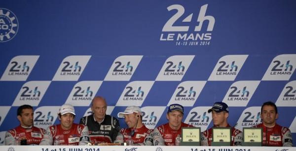 24-HEURES-DU-MANS-2014-Les-pilotes-AUDI-N°1-et-N°2-en-conférence-avec-le-Docteur-ULLRICH-Photo-Antoine-CAMBLOR.