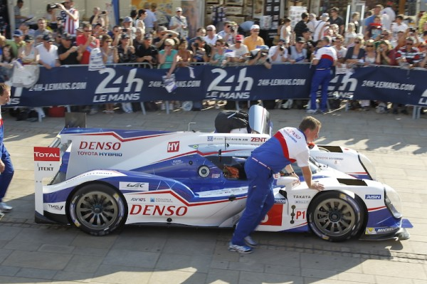 24-HEURES-DU-MANS-2014-Pesage-Arrivee-equipe-TOYOTA-Photo-Thierry-COULIBALY