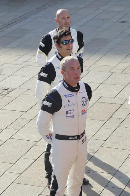 24-HEURES-DU-MANS-2014-Pesage-Les-pilotes-de-la-FERRARI-Team-SOFREV-de-Fabien-BARTHEZ-Soheil-AYARI-et-Anthony-PONS-Photo-Thierry-COULIBALY