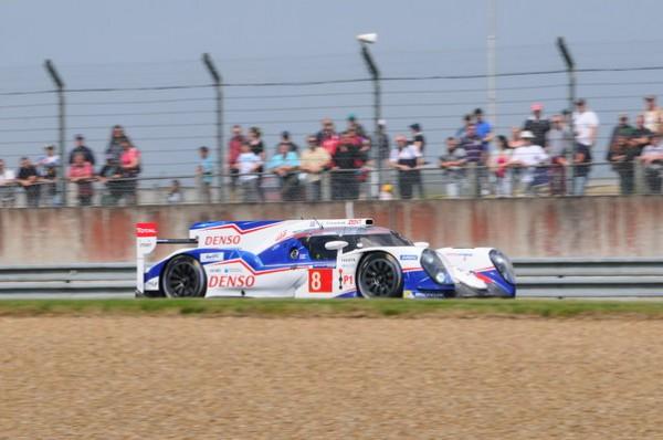 24-HEURES-DU-MANS-2014-Test-Preliminaire-La-Toyota-8-est-la-plus-rapide-avec-seulment-0-148-seconde-d-avance-sur-la-voiture-soeur-Photo-Patrick-Martinoli