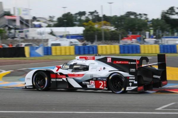 24-HEURES-DU-MANS-2014-Test-Preliminaire-Les-Audi-semblent-moins-agiles-en-entrée-de-virage-que-les-japonaises-Photo-Patrick-Martinoli.