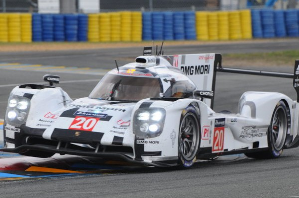 24-HEURES-DU-MANS-2014-Test-Preliminaire-Malgré-une-grosse-attaque-la-Porsche-20-reste-un-peu-en-diffulté-dans-le-secteur-3-Photo-Patrick-Martinoli