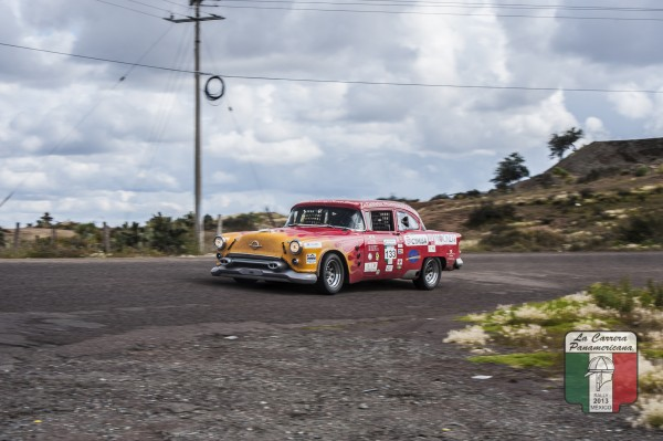 CARRERA PANAMERICANA 2013 - Mockett avec sa toujours aussi spectaculaire Oldsmobile