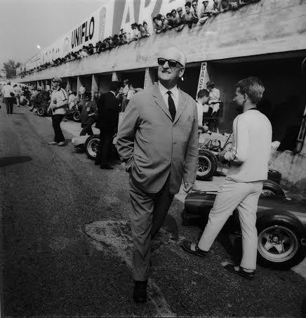 DPPI-Expo-GALERIE-SAKURA-ENZO-FERRARI-en-1968-Photo-de-MANOU-ZURINI