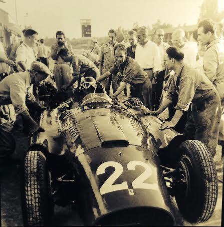 DPPI-Expo-GALERIE-SAKURA-JUAN-MANUEL-FANGIO-en-1956