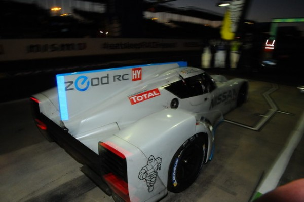 24-HEURES-DU-MANS-2014-NISSAN-ZEOD- Les LED Bleu qui signalent le fonctionnement en mode électrique Photo-Patrick-MARTINOLI