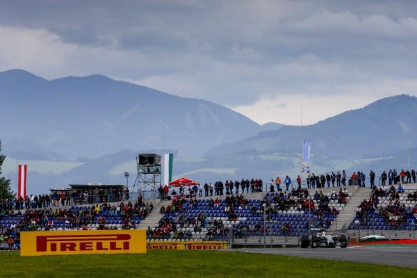 F1-2014-AUTRICHE-La-MERCEDES-de-Lewis-HAMILTON