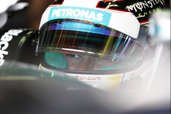 F1-2014-AUTRICHE-Lewis-HAMILTON-cockpit-MERCEDES