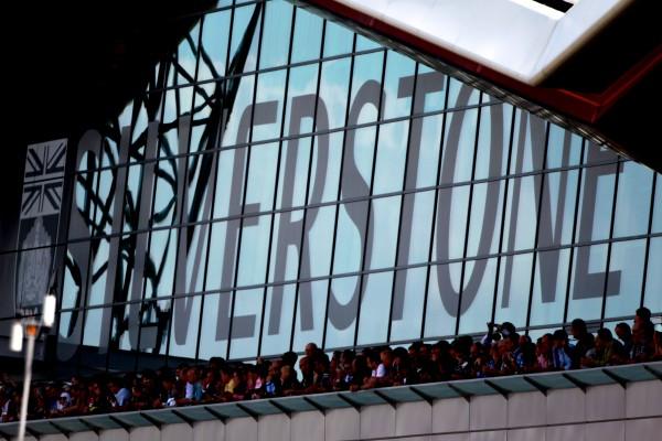F1 2014 SILVERSTONE Les nouveaux stands