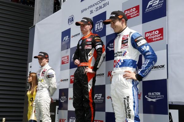 F3 2014 SPA 1er podium avec VERSTAPPEN le vainqueur et ses dauphins Lucas AUER et Jake DENNIS