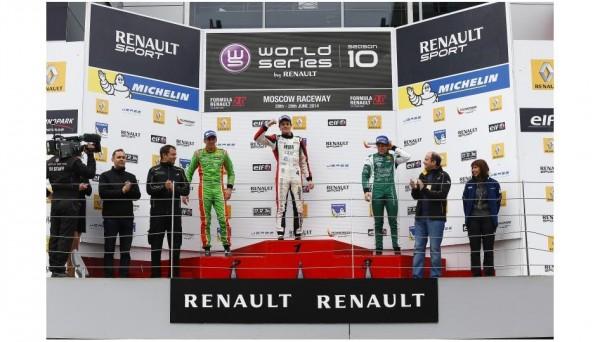 FORMULE-RENAULT-EUROCUP-2014-MOSCOU-Le-podium-de-la-course-1-avec-PANIS-1er.
