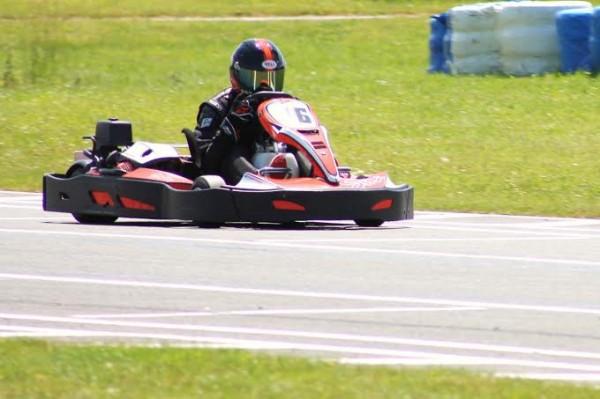KARTING-JP-JAUSSAUD-8JUIN-Le-kart-3eme-sur-le-podium-avec-léquipage-CER-ASK-KARTING-Photo-Emmanuel-LEROUX.