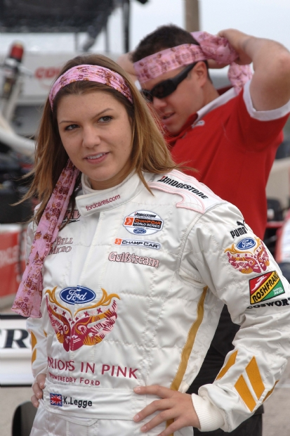 KATHERINE-LEGGE-portrait-en-Indycar