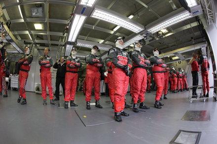 LE-MANS-Team-Audi-mecanos-stand