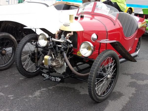 MONTHLERY-HERITAGE-FESTIVAL-2014-le-celebre-tricycle-MORGAN-PHOTO-Patrick-MARTINOLI