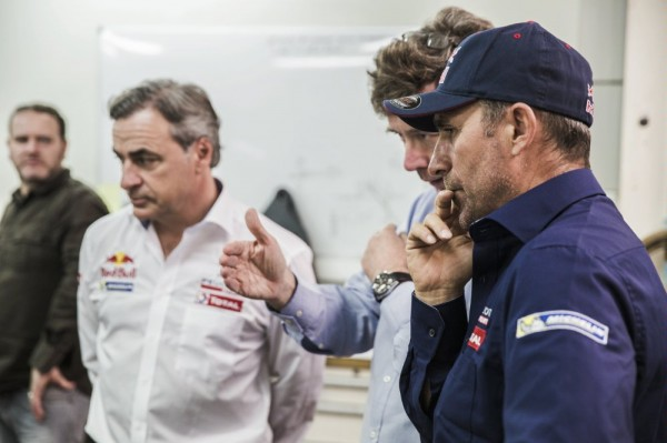 PETERHANSEL avec SAINZ et Bruno FAMIN Team PEUGEOT RALLY RAID.
