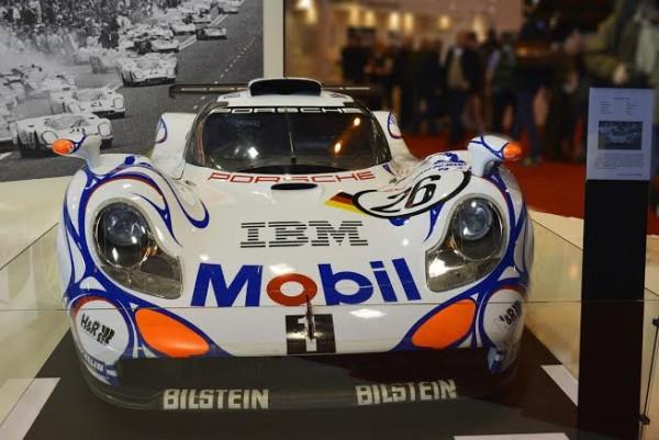 RETROMOBILE 2014 -  LA PORSCHE GT1 de 1998 victorieuse des 24 Heures du MANS avec AIELLO - ORTELLI et     - photo Max MALKA