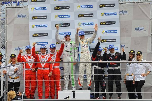 VdeV-2014-DIJON-Le-podium-des-GT-avec-la-victoire-des-pilotes-GINETTA