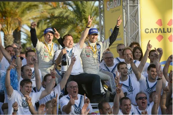 WRC-2013-LE-TEAM-VW-CHAMPION-DU-MONDE-DES-RALLYES-AVEC-SEBASTIEN-OGIER-et-JULIEN-INGRASIA