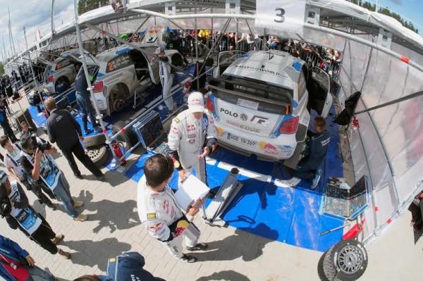WRC-2014-POLOGNE-Le-parc-assistance-VW