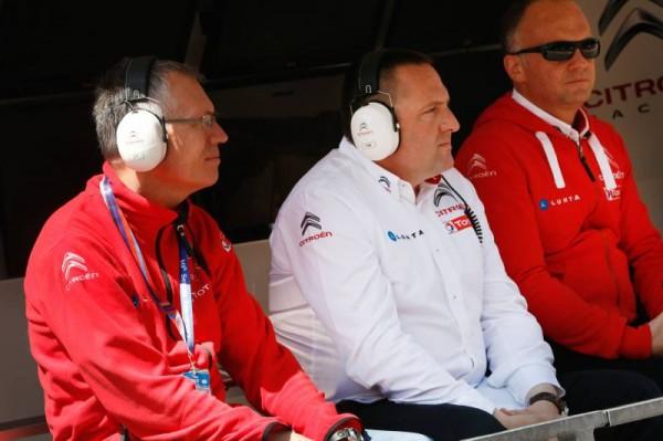 WTCC-2014-SPA-Carlos-TAVARES-President-Groupe-PSA-avec-le-Staff-Team-CITROEN-RACING.