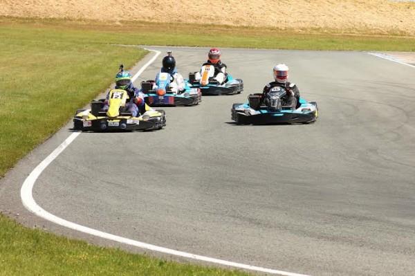 karting-jp-jaussaud-7-juin-Les-quatre-karts-décorés-aux-couleurs-des-voitures-de-Jean-Pierre-Jaussaud-Mirage-Rondeau-Renault-et-Matra-Photo-Emmanuel-LEROUX