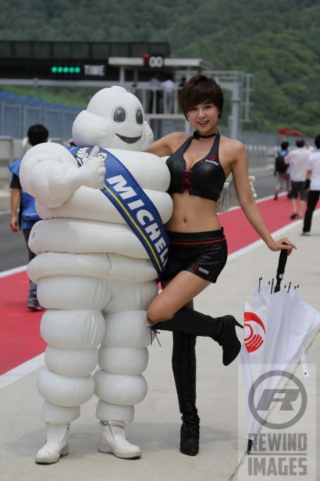 ASIAN-LE-MANS-SERIES-2014-3-HEURES-INJE-Jolie-sourire-Coréen-en-bonne-compagnie-de-BIBENDUM.