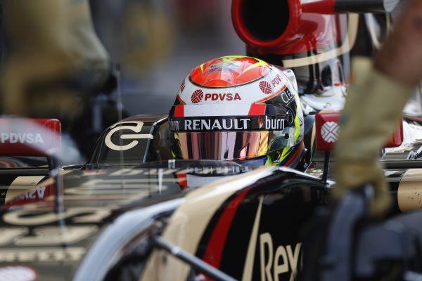 F1-2014-BAHREIN-MALDONADO-cockptit-LOTUS-RENAULT.