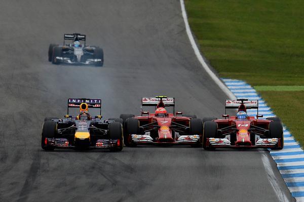 F1-2014-HOCKENHEIM-La-FERRARI-de-Kimi-RAIKKONEN-prise-en-sandwich