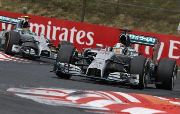 F1 2014 HUNGARORING Les MERCEDES en peloton maos derriére les leaders