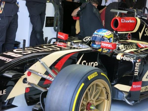 F1-2014-SILVERSTONE-Charles-PIC-teste-le-nouveau-PIRELLI-de-18-pouces