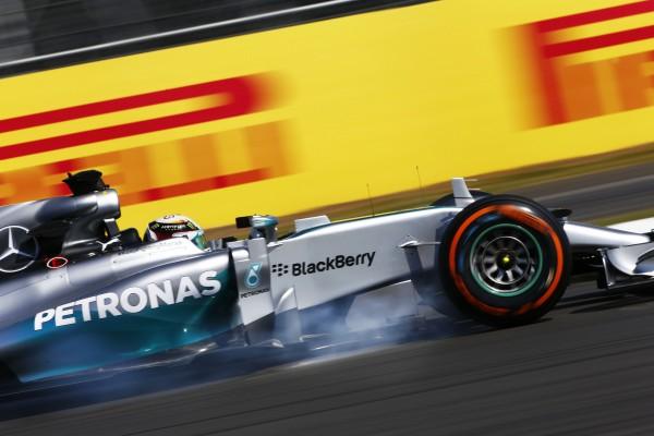 F1 2014 SILVERSTONE  MERCEDES de Lewis HAMILTON - Photo PIRELLI