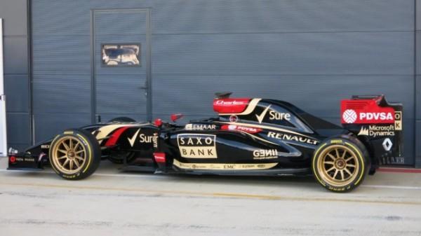 F1-2014-SOLVERTONE-La-LOTUS-RENAULT-EN-PIRELLI-18-pouces-le-9-juillet