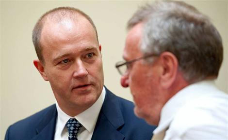 F1-AFFAIRE-DES-POTS-DE-VIN-Gribkowsky-avec-son-avocat-photo-DPA-MAX-PPP