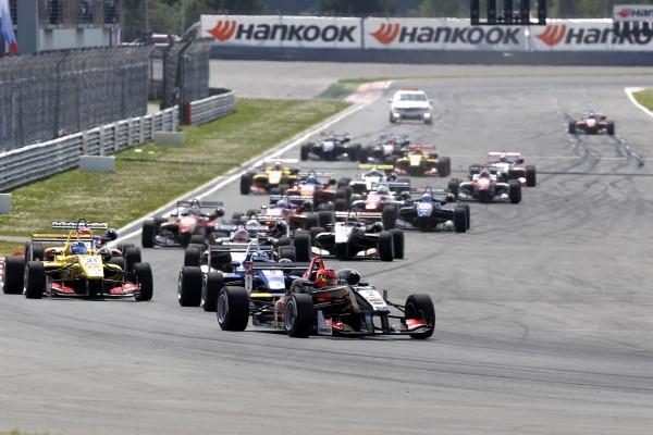F3 2014 MOSCOU - 1ére course - Au depart 1er Esteban OCON Team PREMA Powerteam