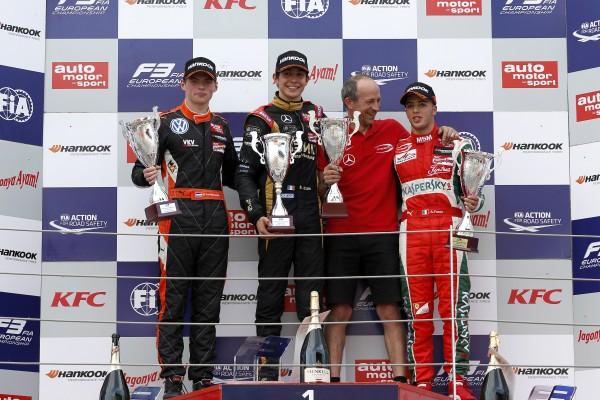 F3 2014 MOSCOU - 3éme course Le Podium de la 3éme course avec OCON vainqueur devant VERSTAPPEN et FUOCO.